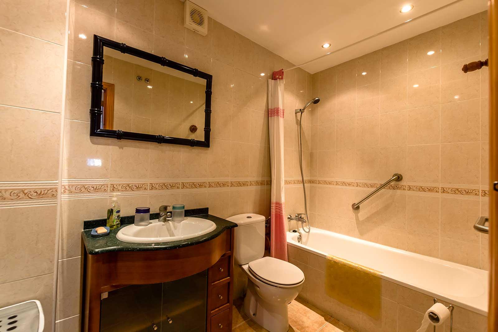 Carabeo2000-1_3 Bathroom