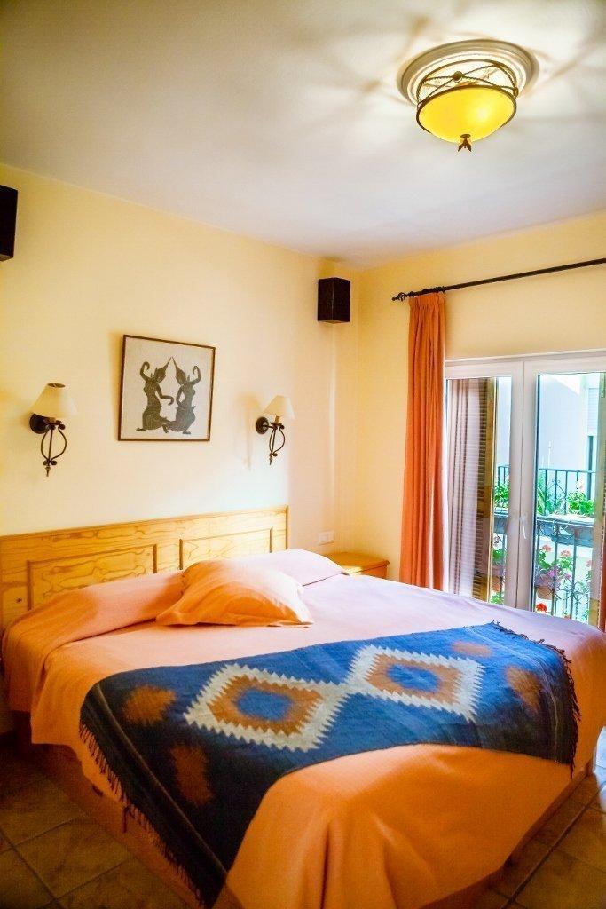 casa-charlotte-bedroom